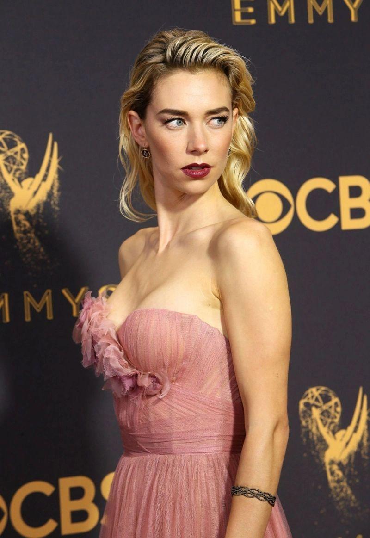 Vanessa Kirby sexy side boobs pics