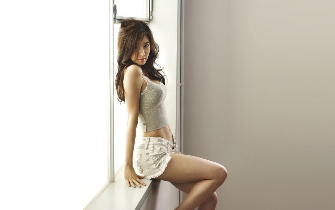 Yoo In-na sexy legs pics