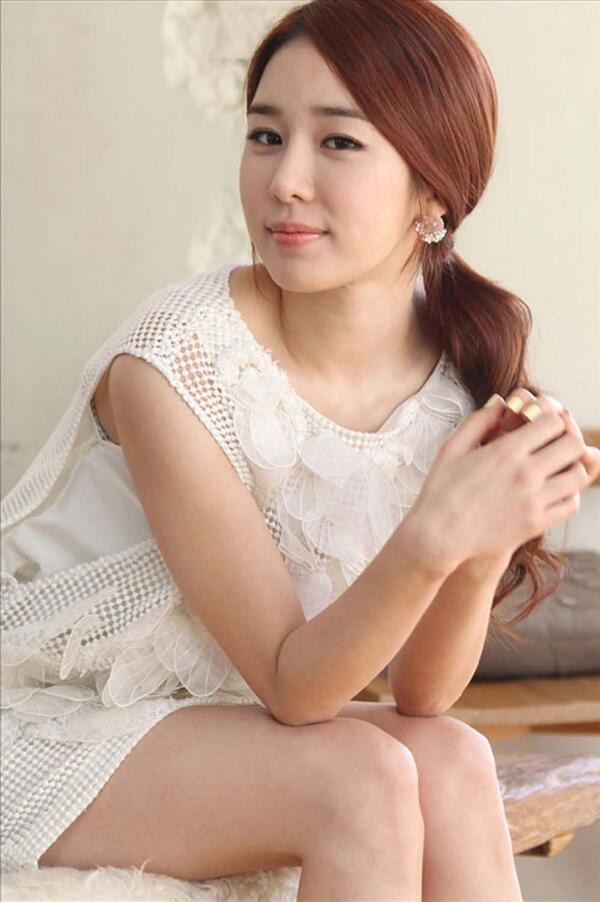Yoo In-na sexy thigh pics