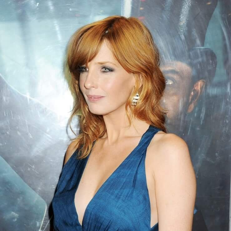 kelly reilly sexy cleavage
