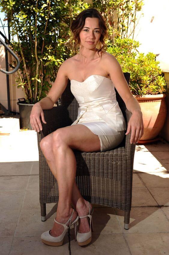 linda cardellini hot feet