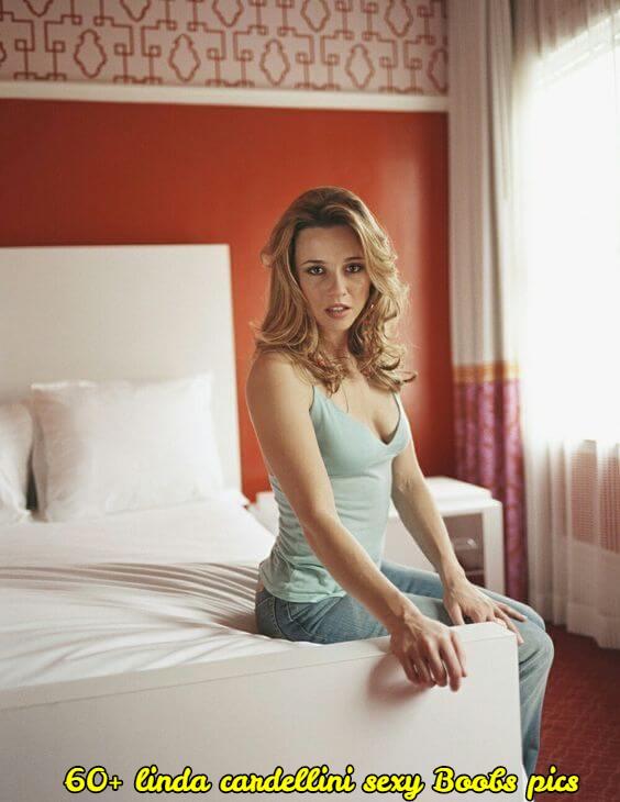 linda cardellini sexy cleavage