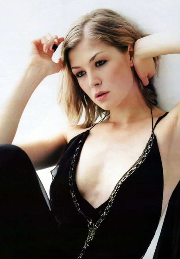 rosamund pike sexy look pic