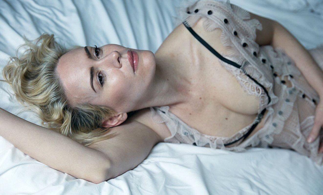 sarah paulson big boobs pics