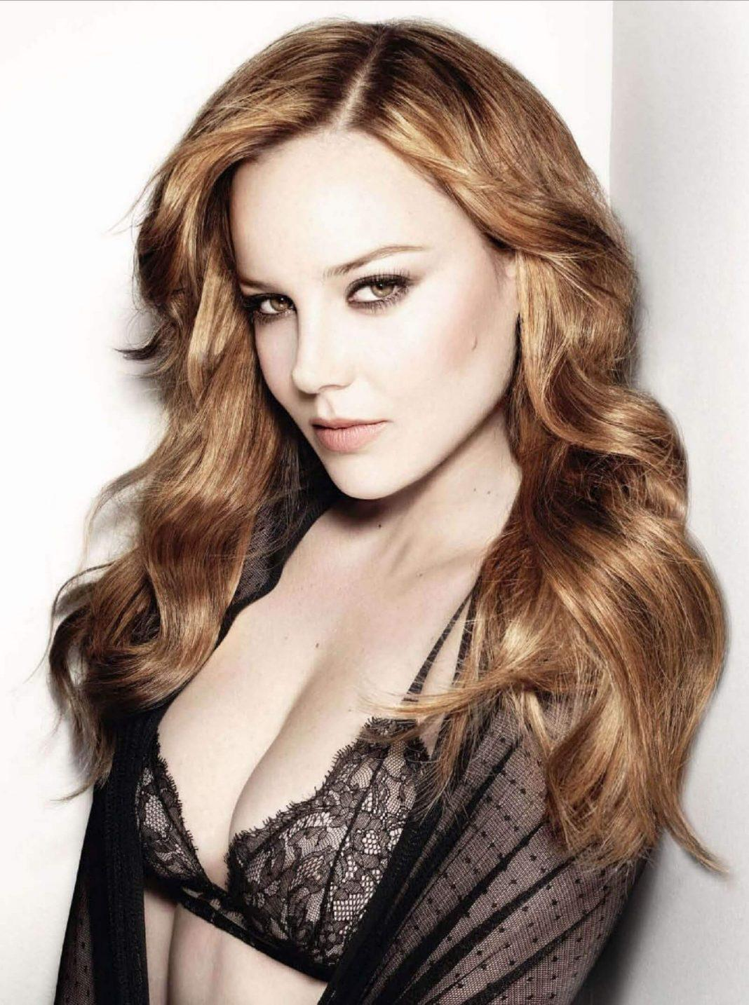 Abbie Cornish sexy cleavage pics