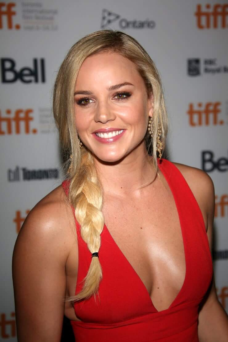Abbie Cornish sexy side boobs pics (2)