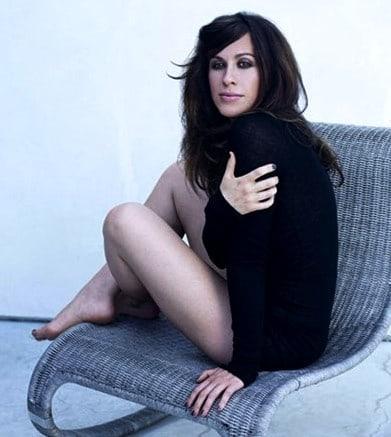 Alanis Morissette sexy photo (2)