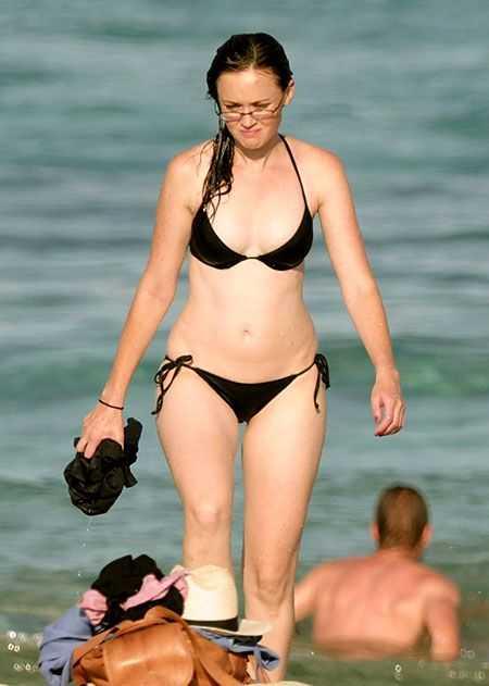 Alexis Bledel hot bikini pictures