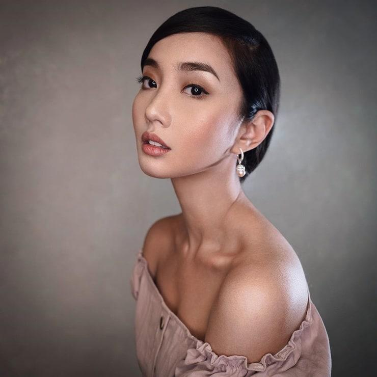 Alodia Gosiengfiao cleavage pic (2)