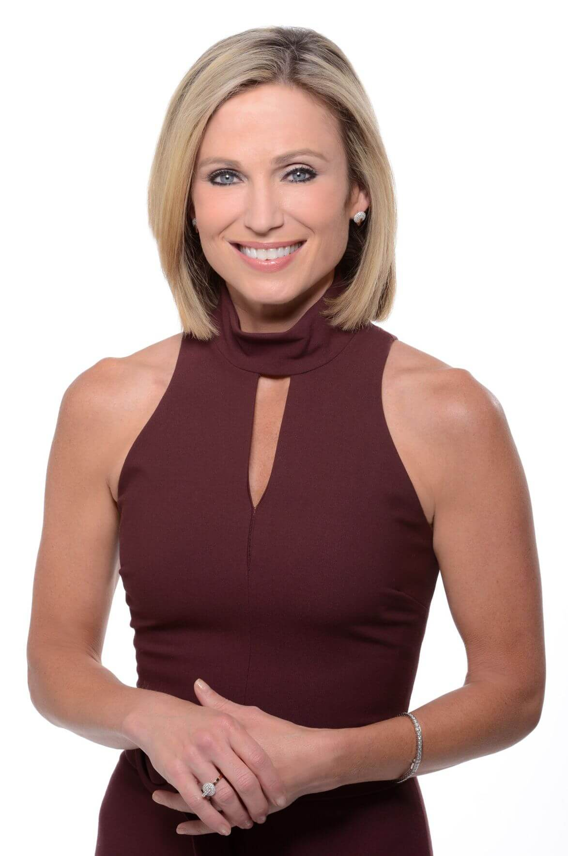 Amy Robach cleavage pics