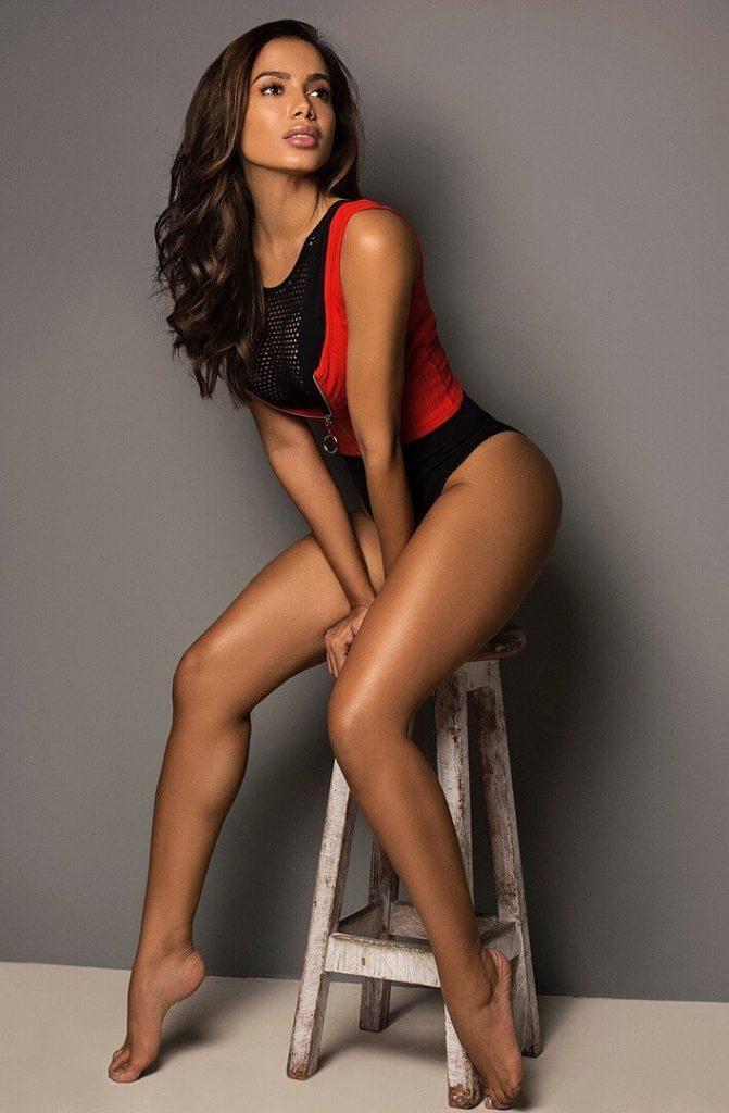 Anitta sexy legs pics