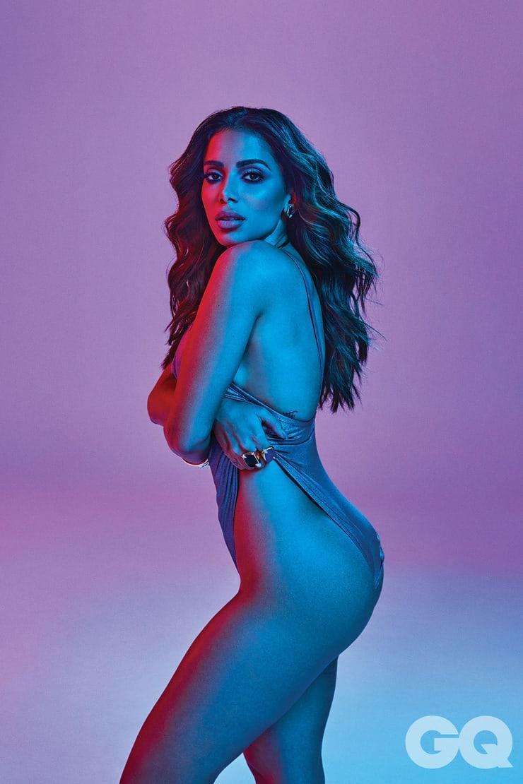 Anitta sexy side ass pics