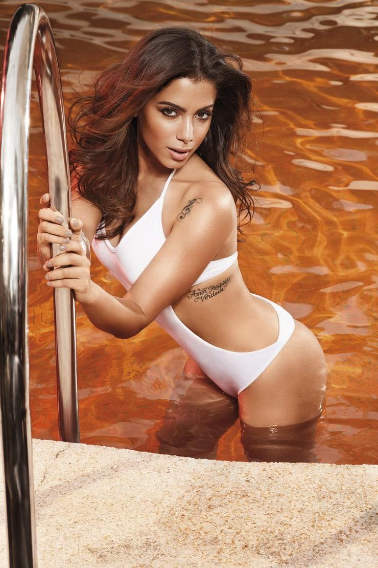 Anitta topless pics
