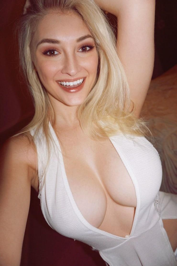 Anna Faith cleavage pics
