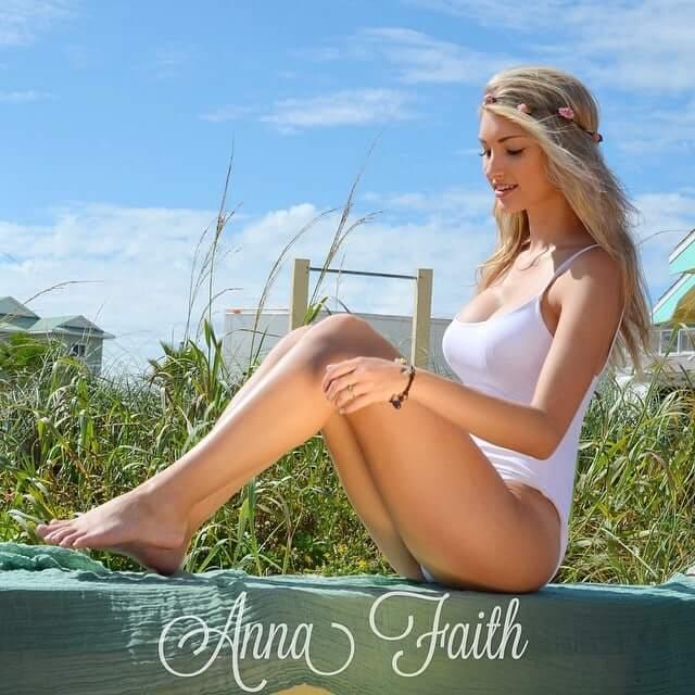 Anna Faith sexy legs pics