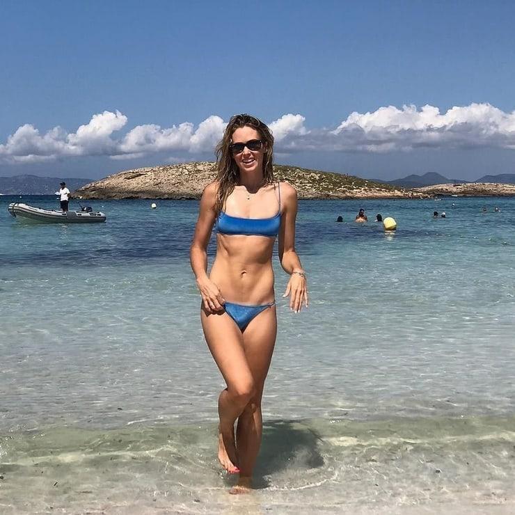 Anna Hutchison bikini pictures