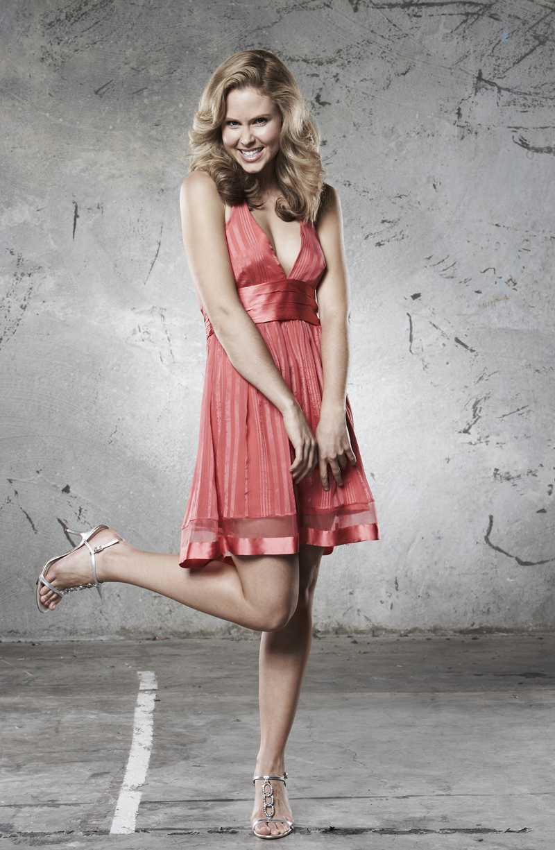 Anna Hutchison sexy look pics