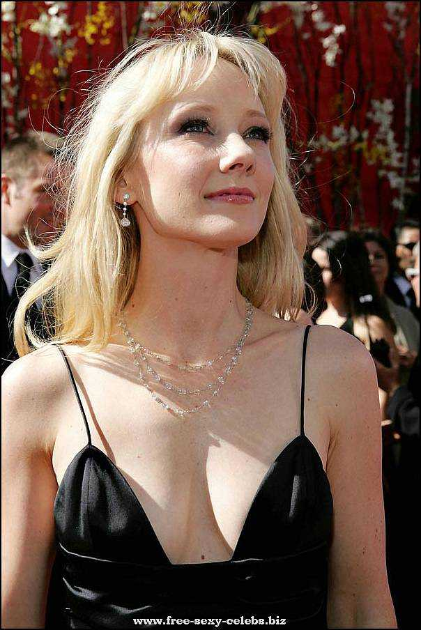 Anne Heche busty pics
