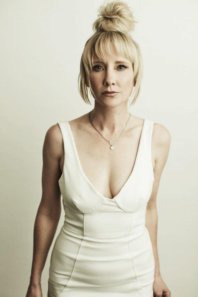 Anne Heche hot looks pics