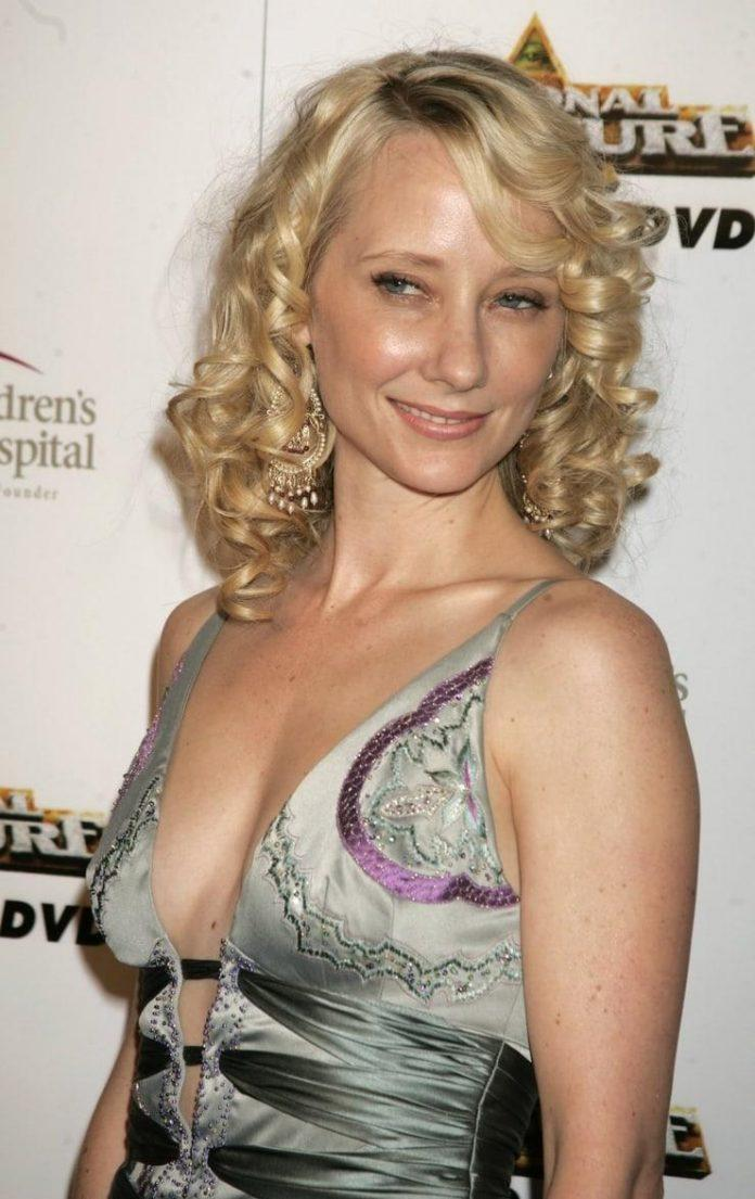 Anne Heche hot side boobs pics