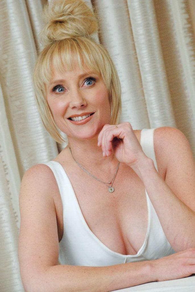 Anne Heche tits pictures