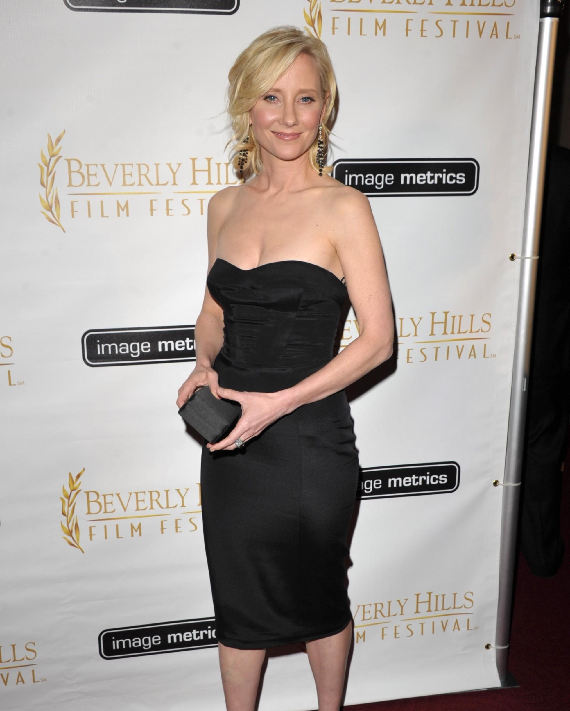 Anne Heche topless pics