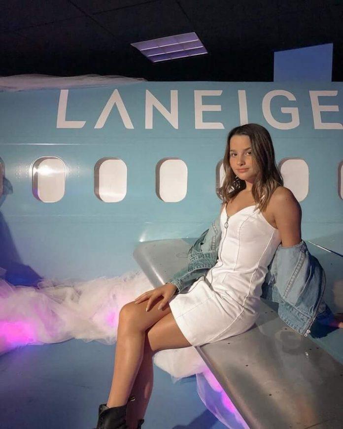 Annie LeBlanc sexy thigh pics