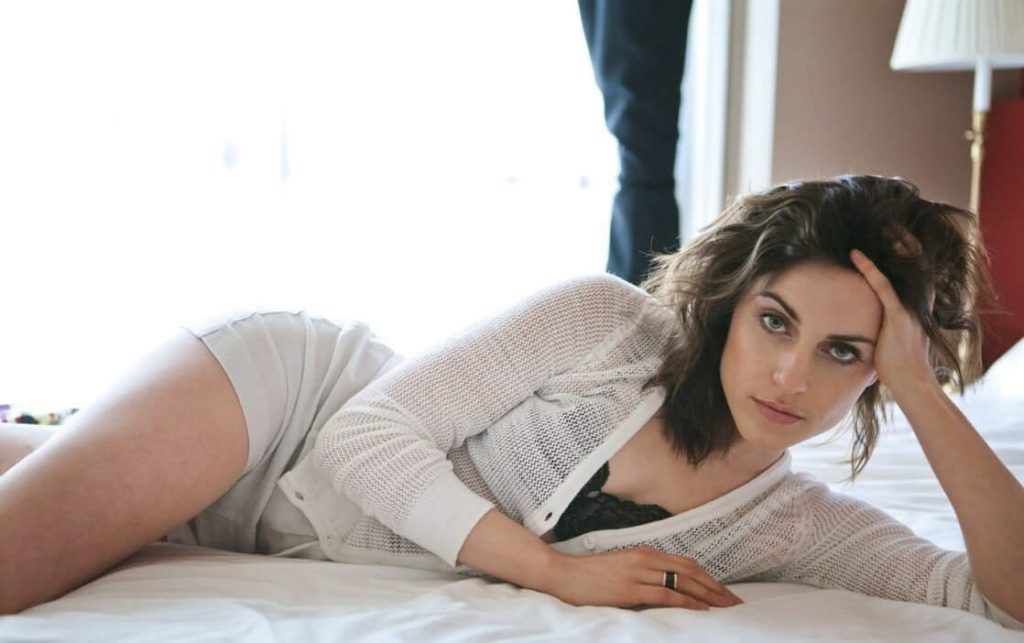 Antje Traue sexy
