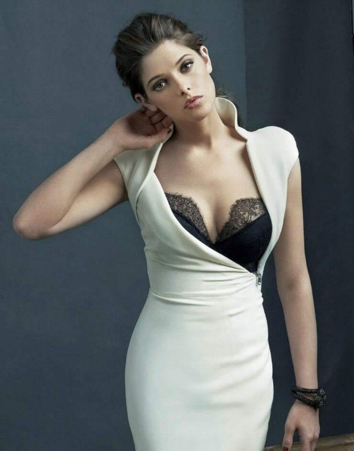 Ashley Greene busty pics