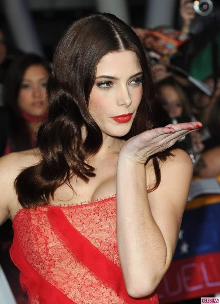 Ashley Greene tits pictures
