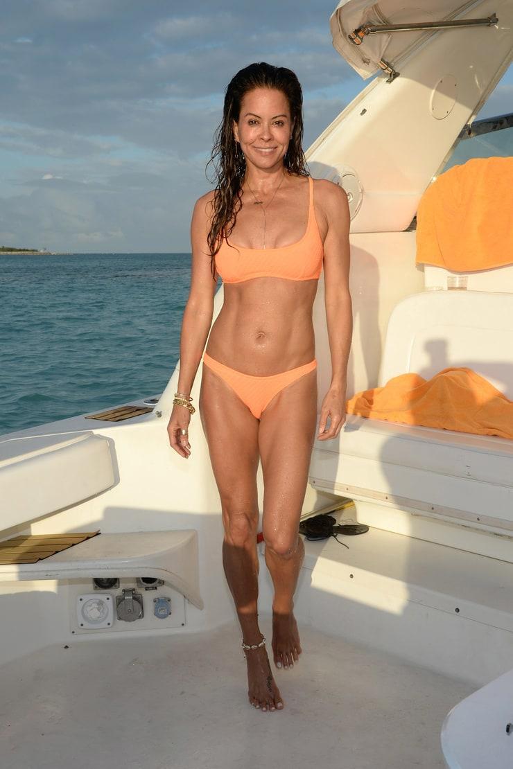 Brooke Burke-Charvet hot cleavage (1)