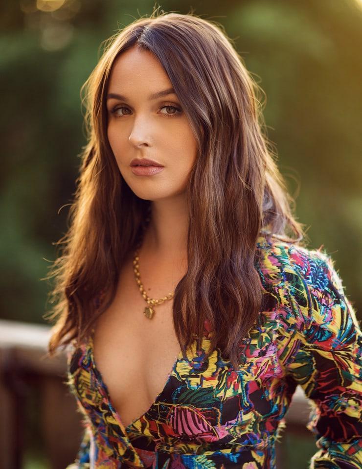 Camilla Luddington sexy cleavage pics