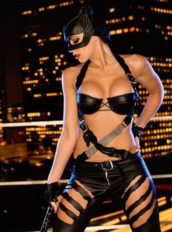 Catwoman cleavage pics (1)