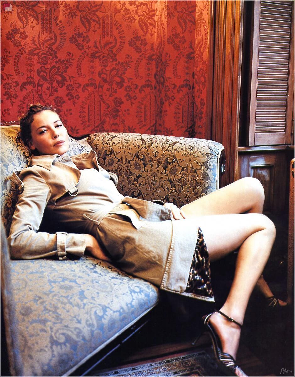 Connie Nielsen hot legs pics