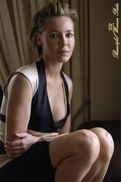 Connie Nielsen sexy look pics (2)