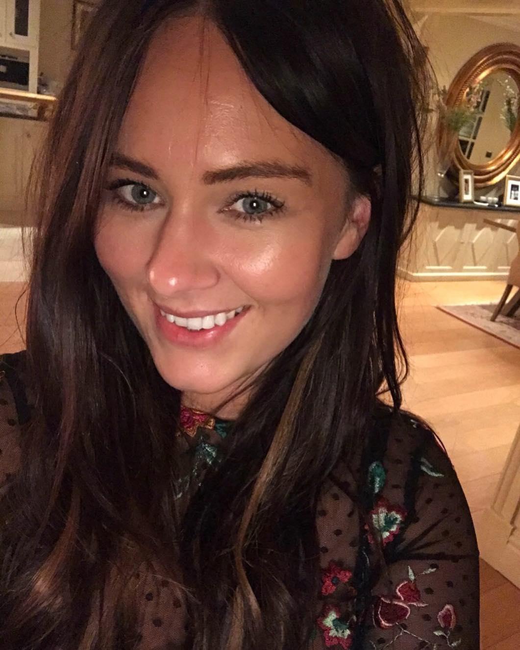 Dee Devlin hot look (2)