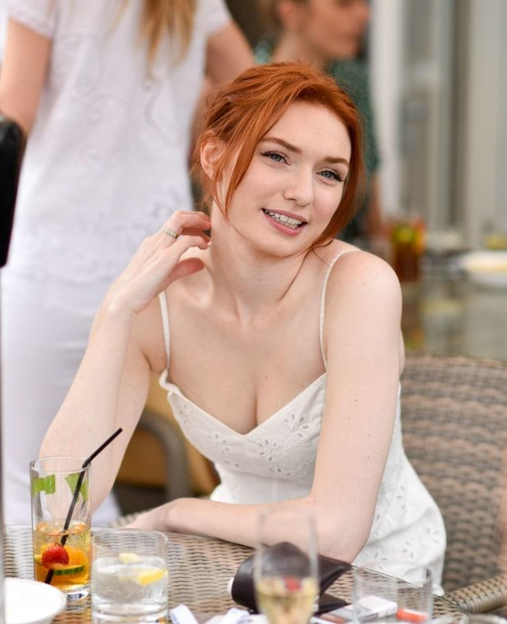 Eleanor Tomlinson awesome pic (2)