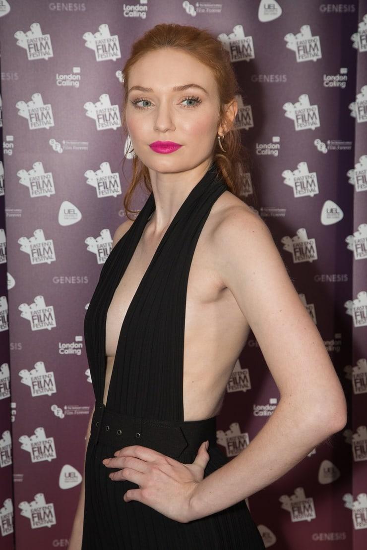 Eleanor Tomlinson cleavage (1)