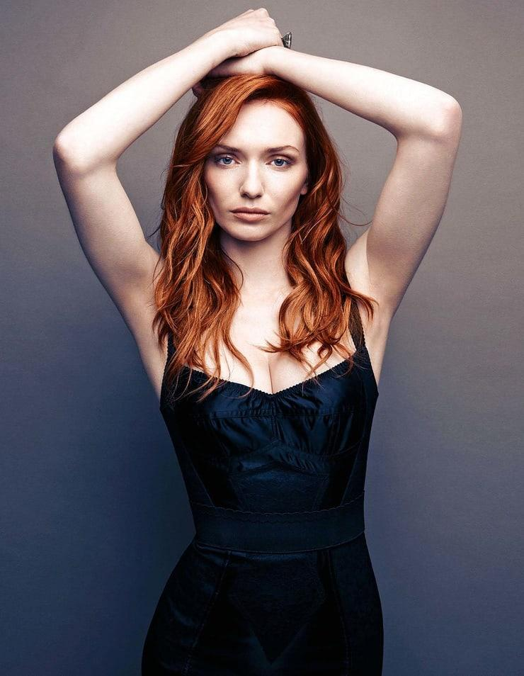 Eleanor Tomlinson cleavage (2)