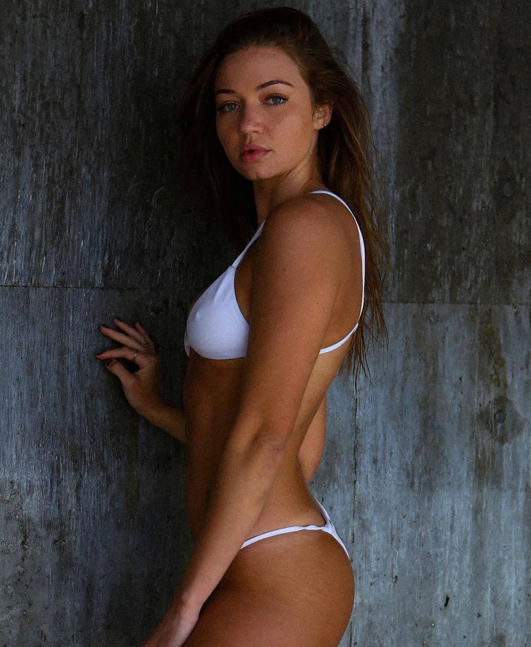 Erika Costell beautiful pics