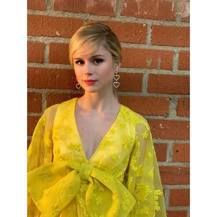 Erin Moriarty cleavage pic