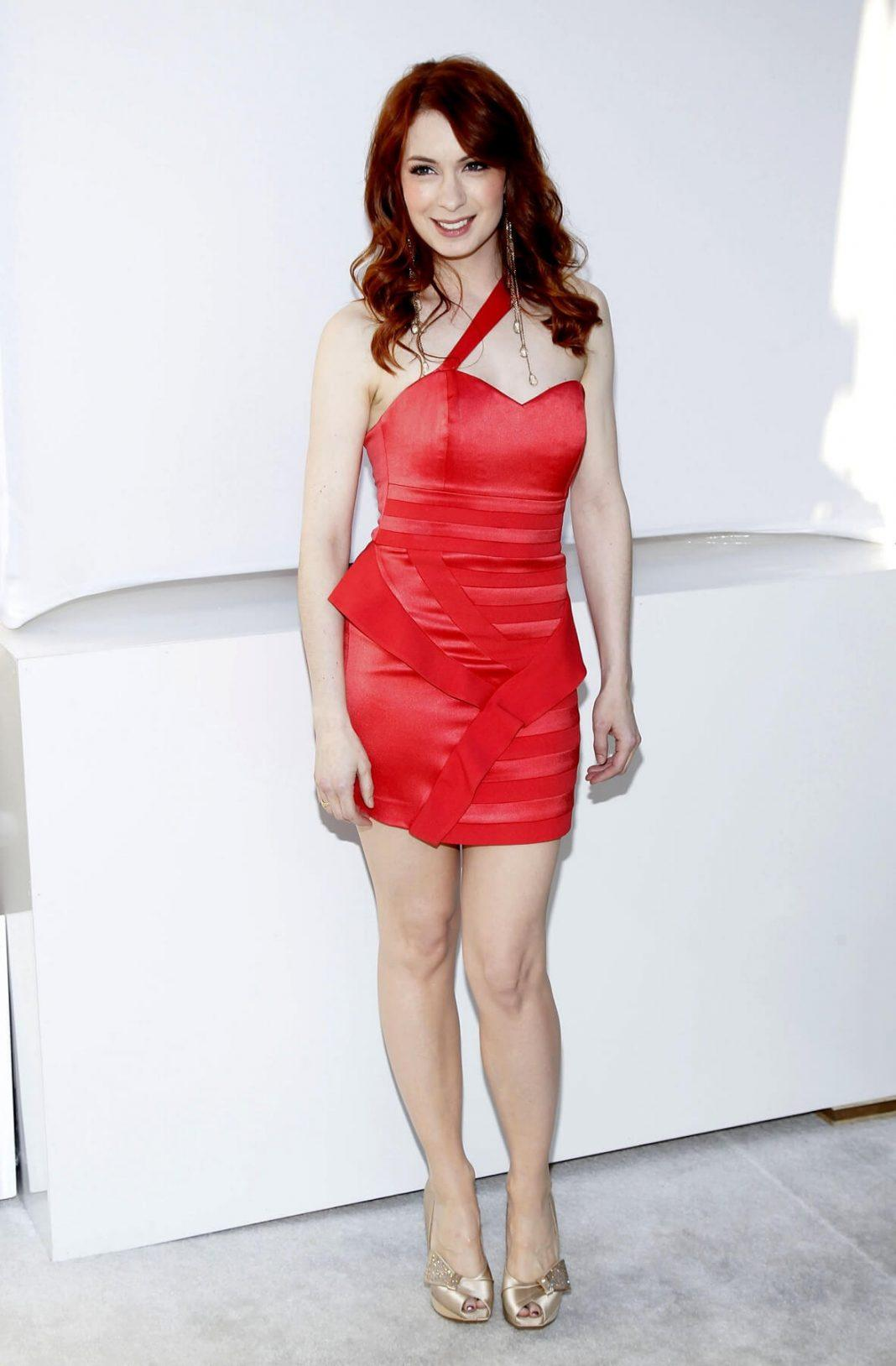 Felicia Day sexy red dress pics