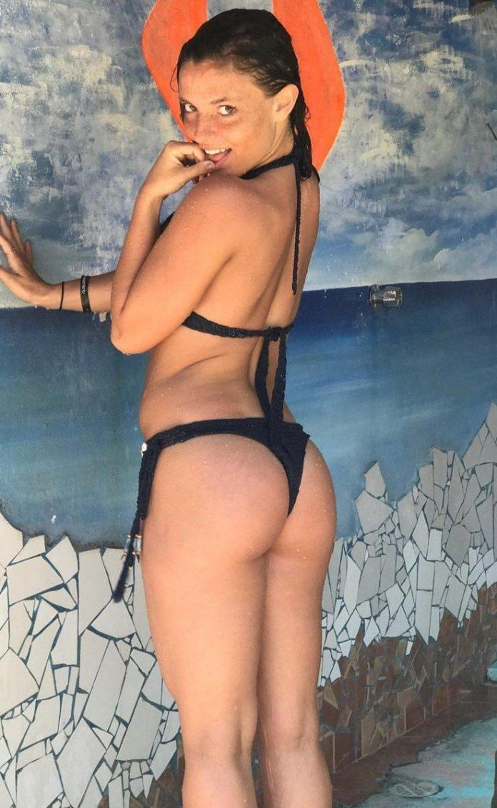Jade Chynoweth sexy side butt pics