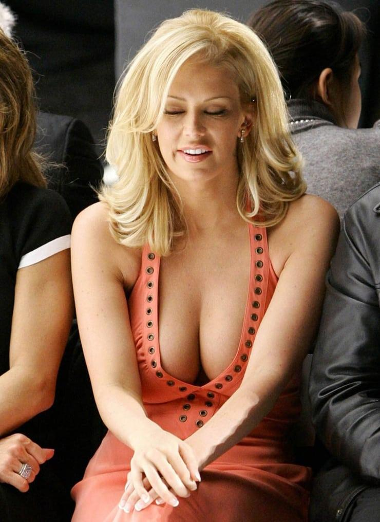 Jenna Jameson cleavage pictures