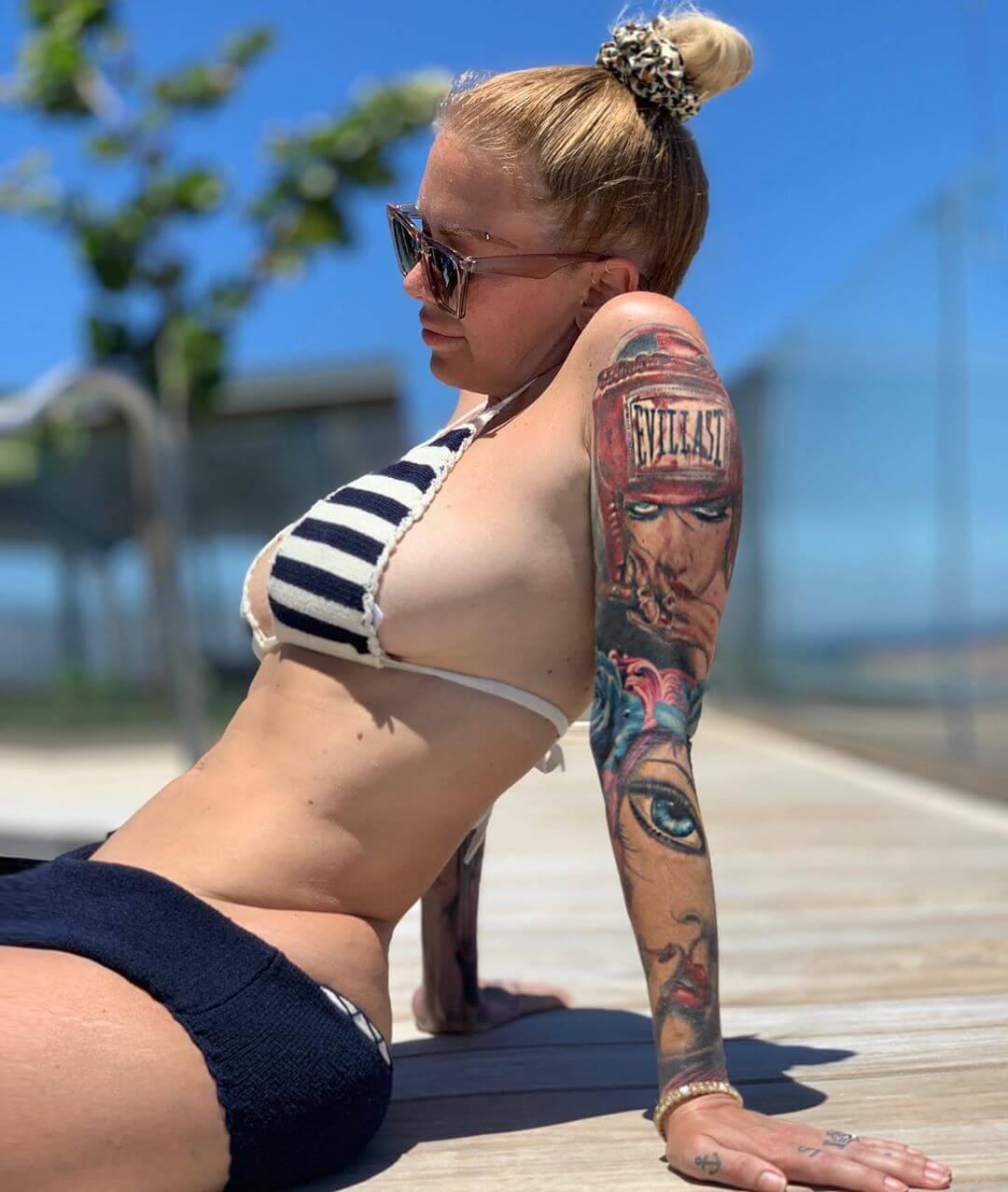 Jenna Jameson sexy side boobs pics