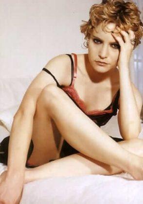 Jennifer Jason Leigh hot thigh pics