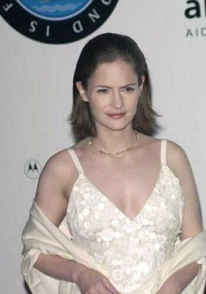 Jennifer Jason Leigh tits