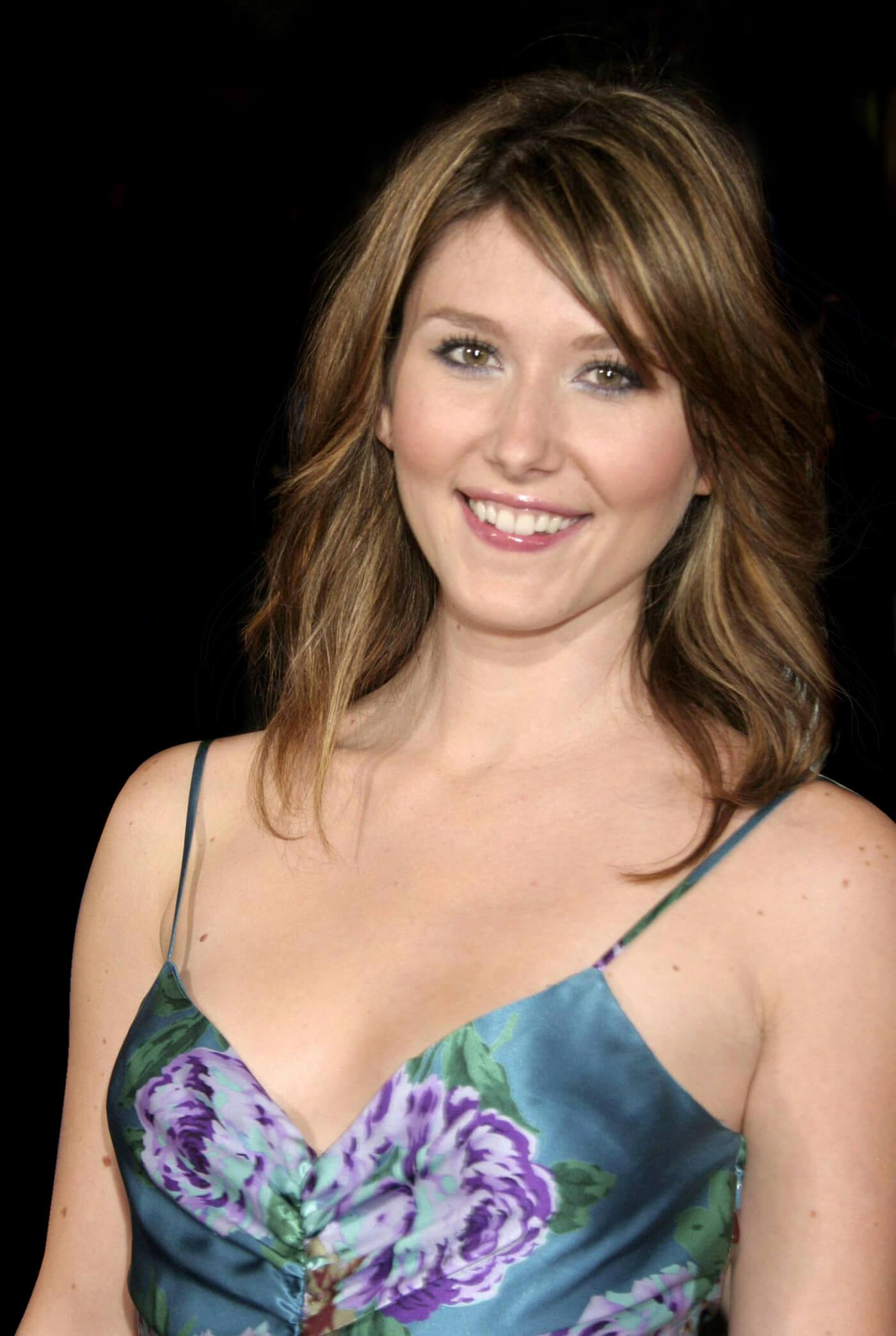 Jewel Staite awesome look pic (1)