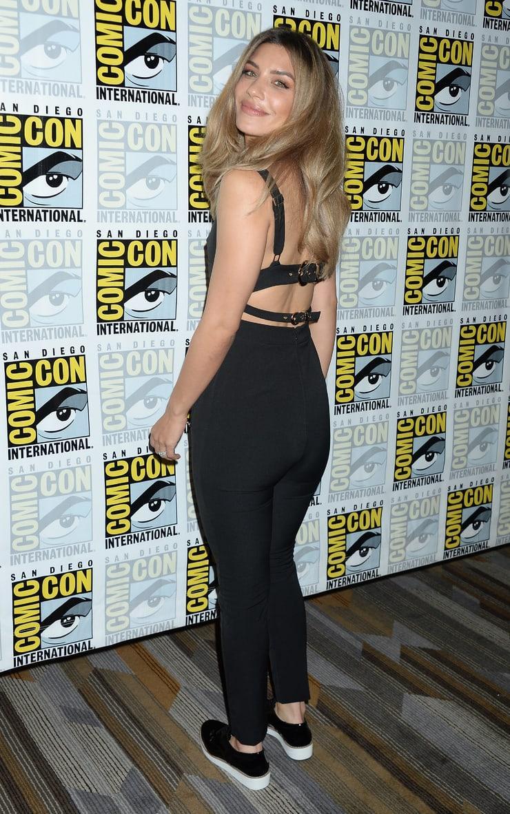 Juliana Harkavy big booty pics