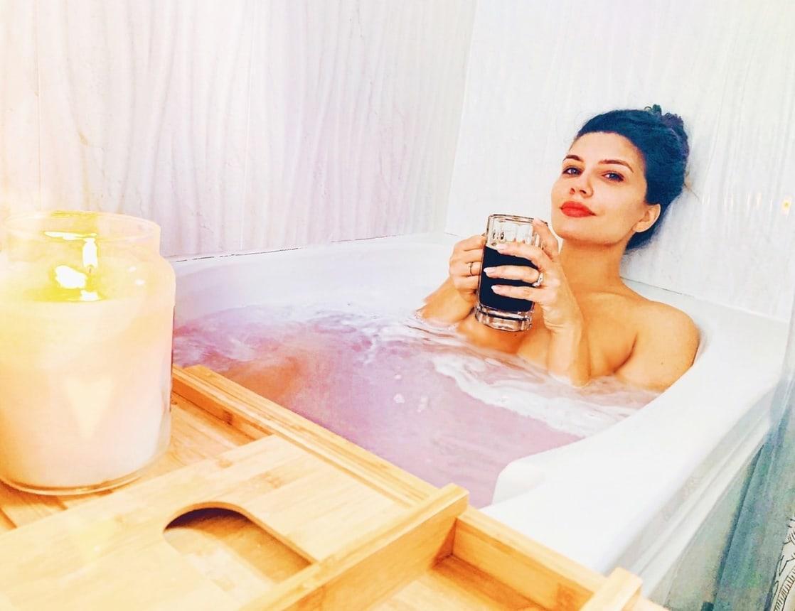 Juliana Harkavy near nude pics